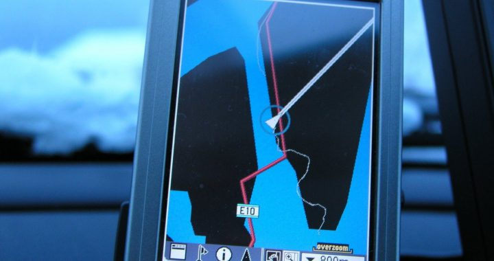 W samochodach coraz częściej jest nawigacja